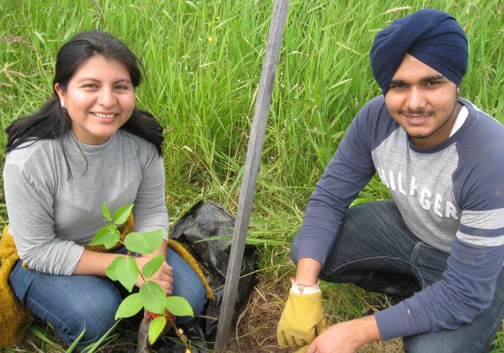 Bénévoles internationnaux du Pérou (à gauche) et de l'Inde (à droite)