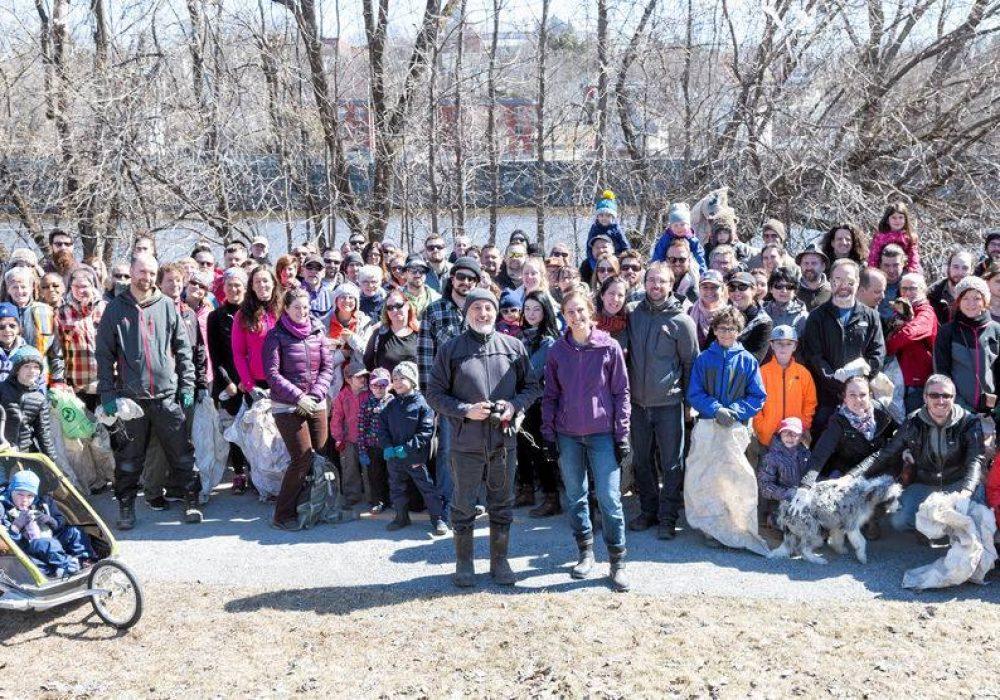 Rivière Saint-François, Sherbrooke, 2018, près du Maxi (150 bénévoles!)