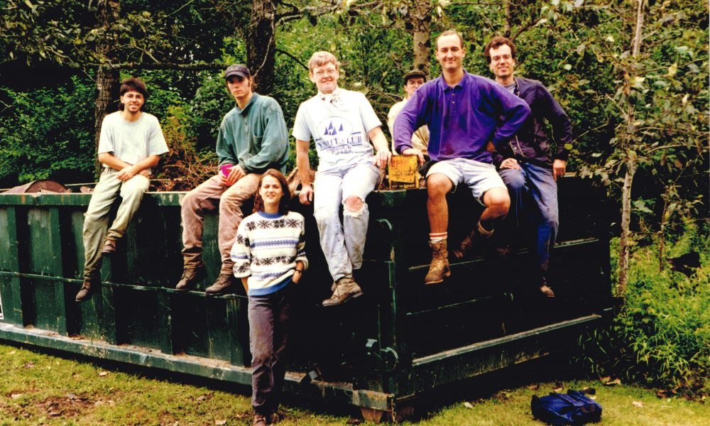 Ruisseau des Vignobles, Sherbrooke, 1997, avec Charles Coulombe (à gauche) coordonnateur des activités de nettoyage