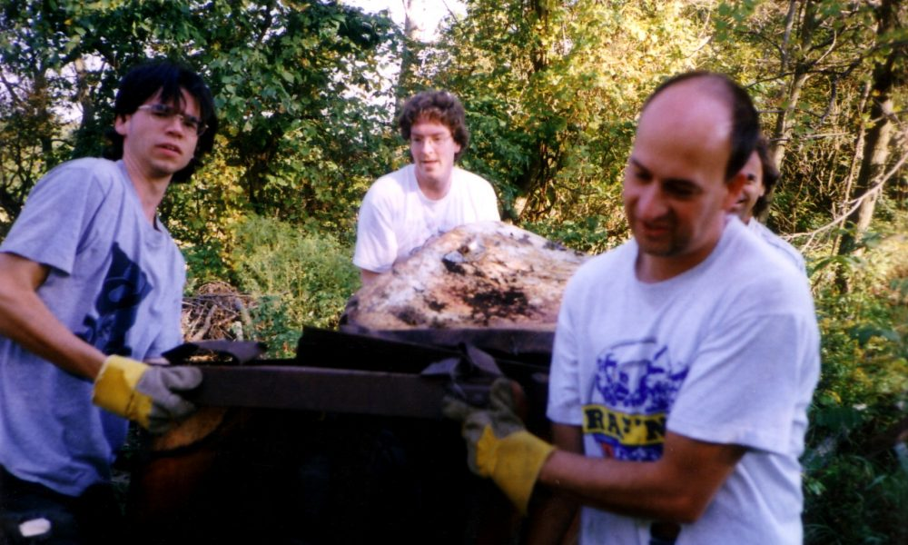 Ruisseau Winder, Sherbrooke, 1998 avec Guillaume Paul-Limoges assistant-coordonnateur à gauche